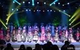 中秋佳節 邯鄲一景區美女穿漢服拜月 萬名遊客擁向景區
