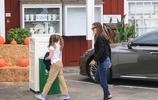 本阿弗萊克前妻詹妮弗加納帶娃現身街頭,穿著簡單居家範