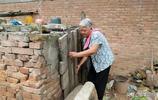 農村76歲大媽雞窩裡掏出12枚雞蛋待客,走時留10元錢,大家怎麼看