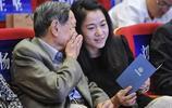 95歲楊振寧一家近照,獲諾貝爾物理學獎,與嬌妻相差54歲