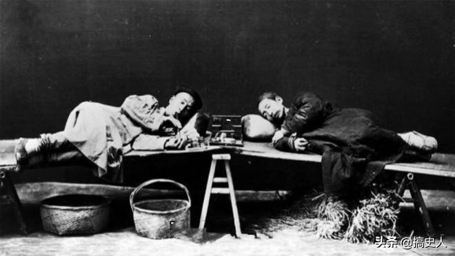 老照片:圖2霸氣的張之洞與英國軍官合影,圖3清末男子賭博場景!