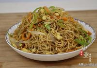 河南人最愛吃的炒麵,大廚教你正確做法,好吃不粘連,太香了