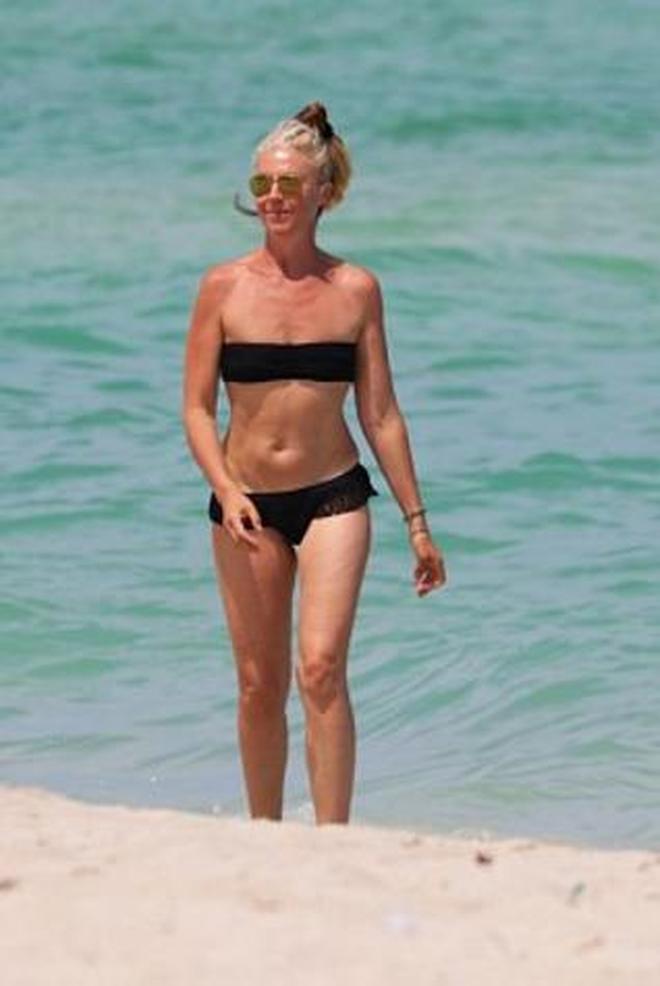 女星Tamara Beckwith與家人海邊度假,看上去她的心情很愉快