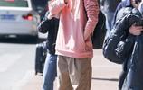 看男神機場街拍學穿搭,張若昀氣質秒殺 劉昊然盡顯青春活力