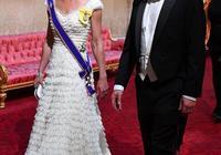 凱特王妃一襲蛋糕白裙現身晚宴,同框伊萬卡身穿碎花連衣裙太甜美