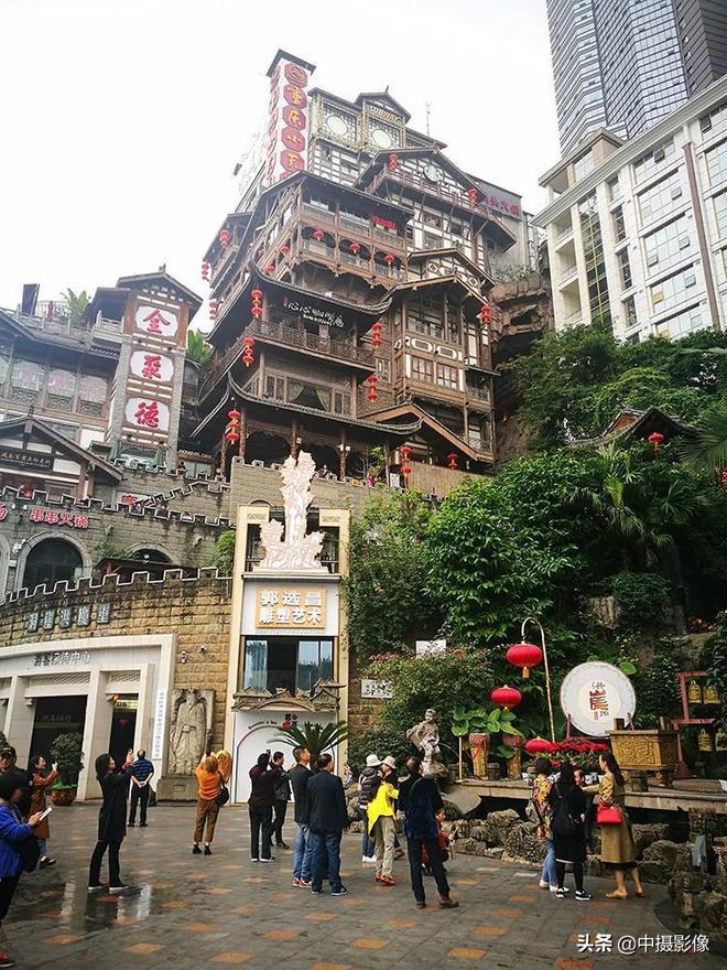 重慶洪崖洞成為網紅景點,有人說是她打造的,你知道是誰嗎?