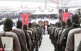 土耳其民眾冰天雪地裡遊行 舉超長國旗紀念一戰中遭凍死烈士