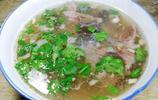 小縣城的水盆羊肉13元,肉給的分量不少,小菜隨便吃不浪費就成