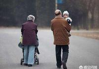 現在有的退休老人成了兒女們的超級保姆,你怎麼看?