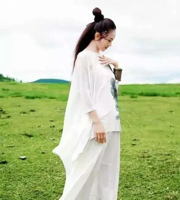 看了楊麗萍近照,才懂為何她一生無子……