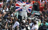 頭條晚報|漢密爾頓加冕F1車手總冠軍 沃茲尼亞奇首奪總決賽冠軍