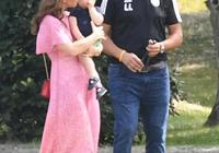 凱特王妃看馬球賽,穿粉色長裙活力減齡,三個娃顏值好高