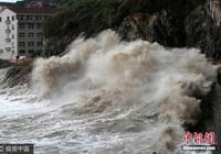 """颱風""""泰利""""接近日本 沖繩縣宮古島遭遇50年一遇暴雨"""