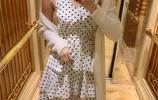 30歲的女人就是會打扮,一款露背吊帶裙,穿的這麼有氣質
