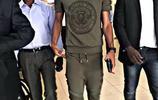 北京中赫國安外援巴坎布,利用間歇期返回剛果,穿的十分帥氣