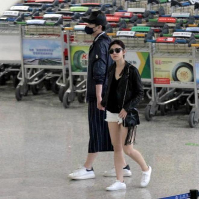 難怪陳曉不喜歡趙麗穎,看看陳妍希這樣穿,比楊冪都時髦