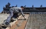 河南農村最後的泥瓦匠,爬高上低一天掙200元,感慨手藝無人傳承