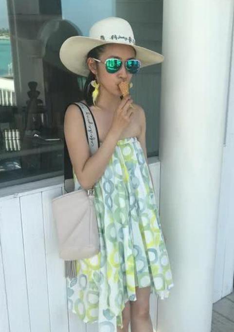 林依晨穿抹胸裙素顏出鏡,皮膚黝黑笑容純淨,也太自信了吧!