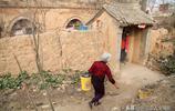 實拍山西晉南農村小雨過後土窯人家真實生活,看農民在忙啥