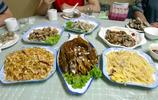 父親戰友請吃飯,介紹他兒子給我認識,我反而對這桌菜更有興趣