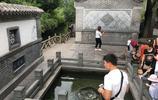 國慶假期濟南名泉遭遊客投幣 泉眼金光閃閃如鍍金