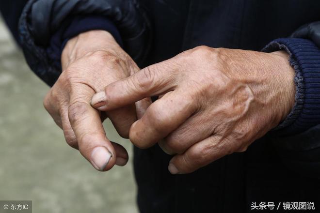 82歲老人帶領村民鑿崖引水 帶村民致富 這才是好乾部 你咋看