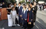 安吉麗娜·朱莉攜子女出席多倫多電影節,這場面壯觀了!