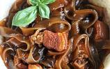 東北菜:豬肉燉粉條,東北菜的典型代表,富有特色的地方風味菜餚