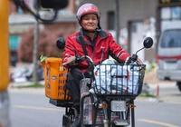 她在武漢有10幾套房,身家早就上千萬,為什麼我還要給京東送快遞