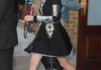 暮光女克里斯汀參加活動穿鞋真不講究可惜沒代言,網友評腿美任性