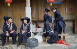 廣西一個開滿桃花的地方,翻過山峰就到越南,那裡人還以黑為美