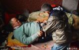 媽媽離家出走,父親因病致殘,7歲起他就挑起了家庭的重擔