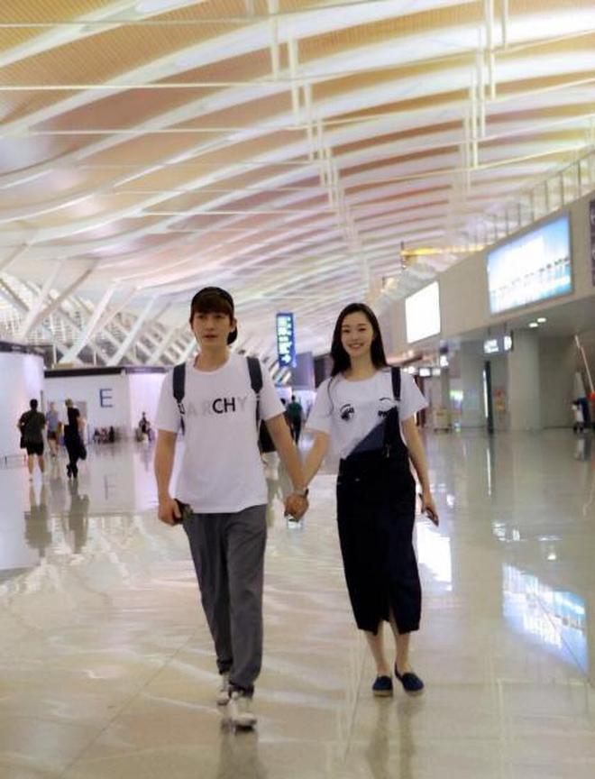 朱一龍與宋軼兩人甜蜜牽手現身機場