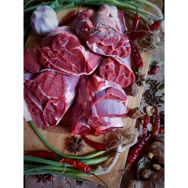 老闆,上一壺女兒紅和一斤醬牛肉!