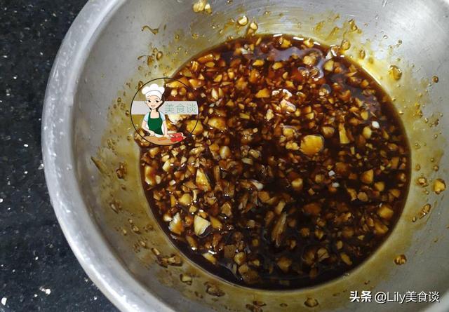 雞肉這做法,不加一滴水,越煮越香,幾天不吃就嘴饞,做法還簡單