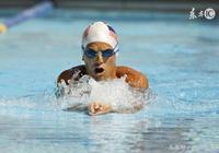蛙泳游泳解答:遊蛙泳總是沉下去,原因原來是這樣,學習,改正,簡單遊蛙泳!