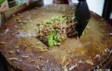 6元的河南肉夾饃,加了青菜加大蒜最後還要加肉湯,邊角料最好吃