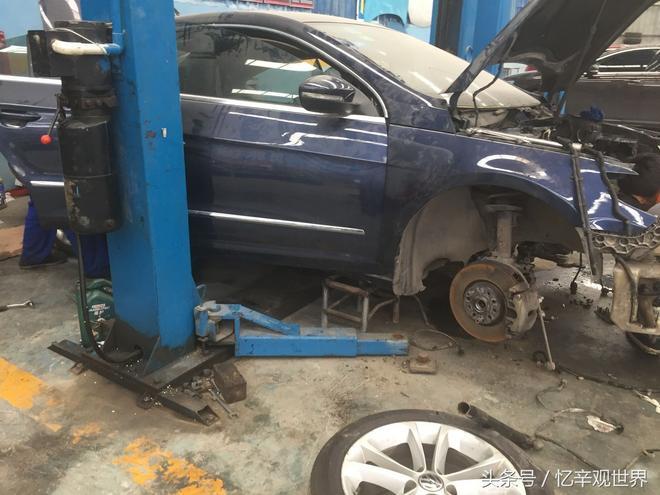 這車到底怎麼了?被拆得面目全非,光看內飾絕對沒人能認得出來!