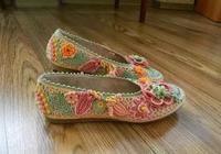 如果你喜歡鉤花,不妨用零線鉤一雙愛爾蘭鉤針鞋,女人看了都愛