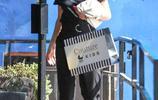 羅茜·漢丁頓-惠特莉現身洛杉磯購物,身穿休閒純色T依然是那麼美