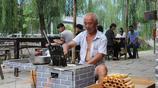 小時候只知道能賣不知道能吃:50歲大爺擺攤現做現賣家傳小吃