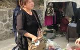 """農村大姐""""母女""""齊上陣,在集市擺攤做這生意,城裡人很難吃到!"""