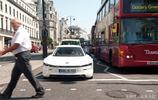 大眾未來XL1英國上路測試,上路後立即引來圍觀,黑科技的代表