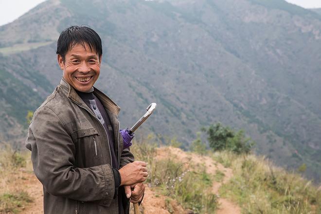 實拍一方水土養不起一方人的貧困村,這裡吃水困難,有很多單身漢