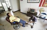 山東七旬老人騎三輪車收廢品23年,一天掙十幾塊錢,養活殘疾兒子
