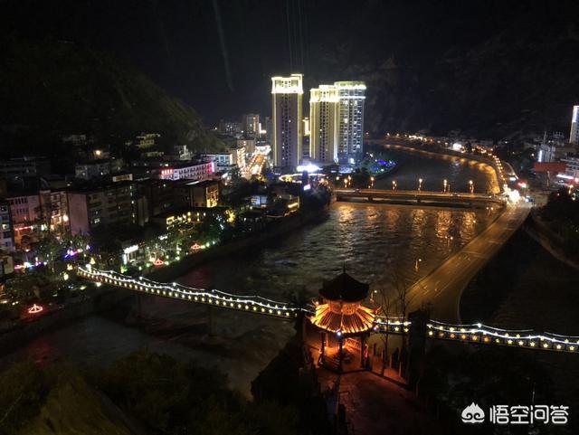 四川範圍裡哪些景區好玩?什麼時候人不多?一般酒店哪裡好一點?