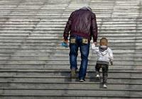 讀點|當父親老成了小孩,那個曾經孤獨的孩子長大了
