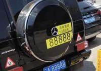 偶遇一輛300萬奔馳大G,網友:這車牌和挪車號碼比車值錢!