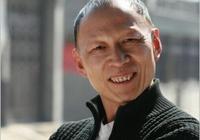 他是陳坤的同學,因長相只能演壞人,妻子和女兒的顏值卻讓人羨慕