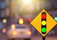 老司機等紅燈時為何會一直輕踩剎車?真正的原因你知道嗎